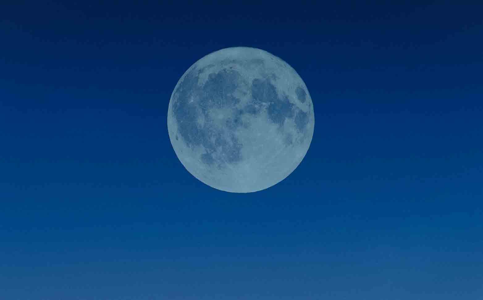 Lua Azul: o significado da Lua Cheia que acontece na madrugada do Halloween. Foto: pexel