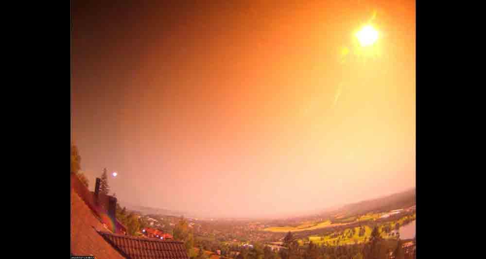 Meteoro ilumina os céus da Noruega; parte pode ter caído perto de Oslo. Foto: Reprodução Twitter